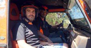 Carlos Ruiz y Salvador Moral, con Land Rover Defender, del equipo La Mina 4x4 Extreme.
