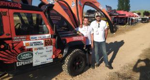 Carlos Ruiz y Salvador Moral, del equipo Escudería La Mina Competición, una vez finalizadas las verificaciones.